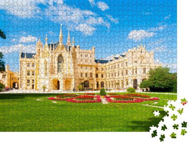"""Puzzle 1000 Teile """"Schloss Lednice an einem sonnigen Sommertag, Mähren, Tschechische Republik"""""""