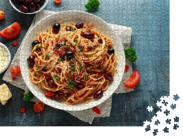 """Puzzle 1000 Teile """"Pasta Alla Puttanesca mit Knoblauch, Oliven, Kapern, Tomaten, Sardellen"""""""