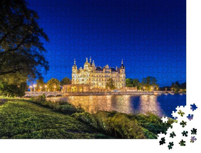 """Puzzle 1000 Teile """"Wunderschön beleuchtetes Schweriner Schloss"""""""