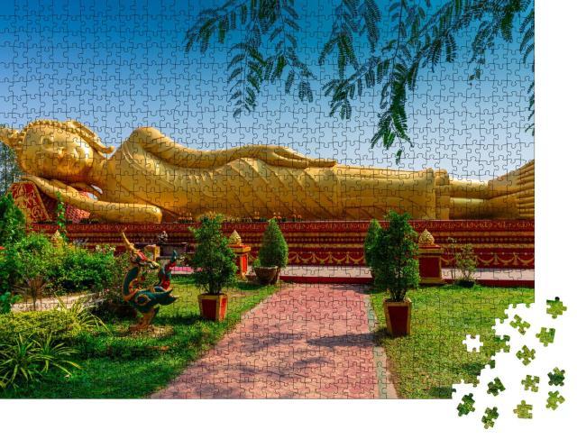 """Puzzle 1000 Teile """"Schlafender Buddha im Wat Pha That Luang, Vientiane, Laos"""""""