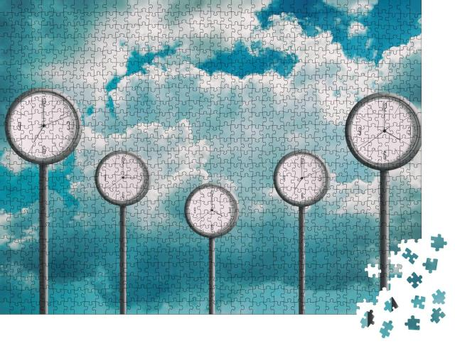 """Puzzle 1000 Teile """"Fünf Uhren vor einem bewölkten Himmel zeigen verschiedene Zeiten an"""""""