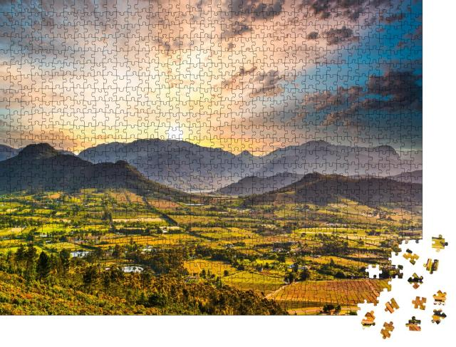 "Puzzle 1000 Teile ""Weinstadt Franschhoek bei Sonnenuntergang, Südafrika"""