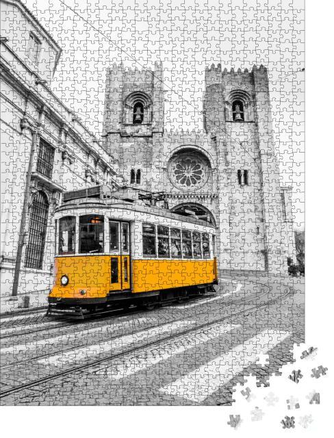 """Puzzle 1000 Teile """"Gelbe Straßenbahn der Linie 28 in Lissabon, Portugal"""""""