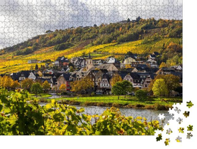 """Puzzle 1000 Teile """"Mosellandschaft und Weinberge in goldenen Herbstfarben, Deutschland"""""""
