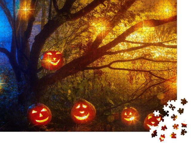 """Puzzle 1000 Teile """"Halloween-Kürbisse im nächtlichen Mystery-Wald"""""""