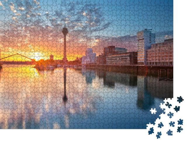 """Puzzle 1000 Teile """"Sonnenuntergang über dem Mediahafen in Düsseldorf, Nordrhein-Westfalen"""""""