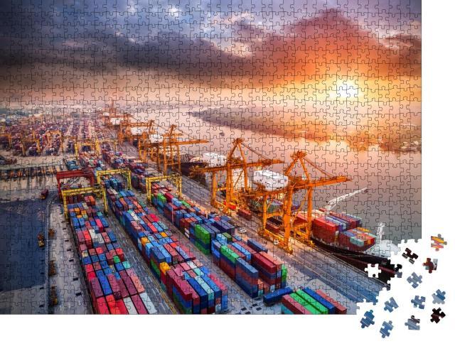 """Puzzle 1000 Teile """"Vogelperspektive auf einen riesigen Hafen mit Kränen und Containern"""""""