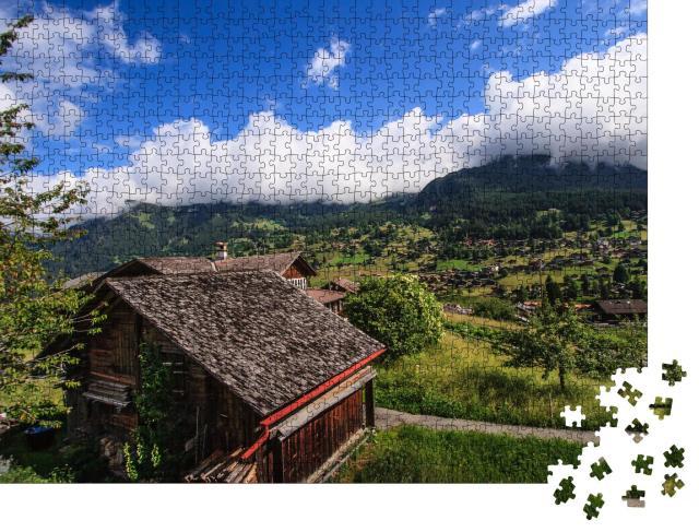 """Puzzle 1000 Teile """"Alpen mit traditionellen Berghütten und grünen Wiesen"""""""
