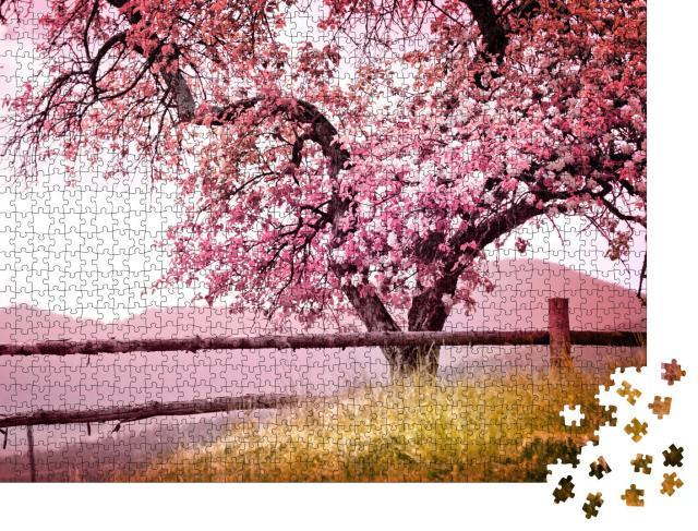 """Puzzle 1000 Teile """"Wunderschön blühender, uralter Baum in den Bergen"""""""