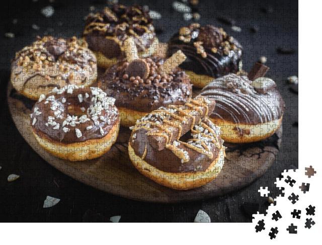 """Puzzle 1000 Teile """"Verschiedene hausgemachte Schokoladendonuts"""""""