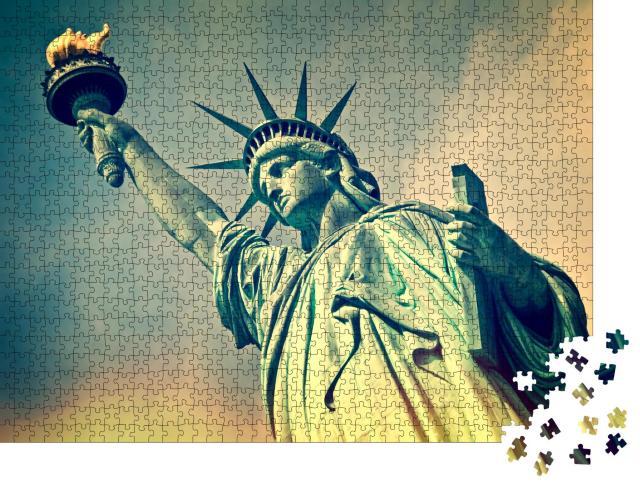 """Puzzle 1000 Teile """"Freiheitsstatue im Detail, New York, USA"""""""