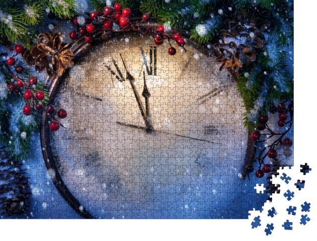 """Puzzle 1000 Teile """"Weihnachtsstimmung: Uhr und Tannenzweige mit Schnee bedeckt"""""""