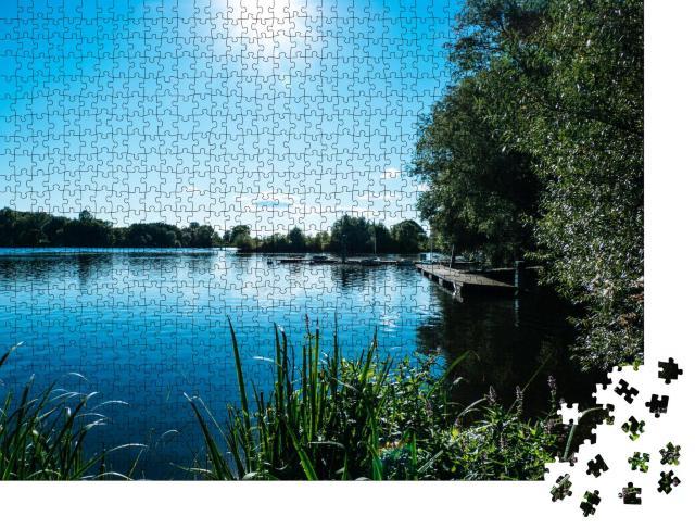 """Puzzle 1000 Teile """"Flusslandschaft an einem sonnigen Sommertag, Elbe in Hamburg, Deutschland"""""""