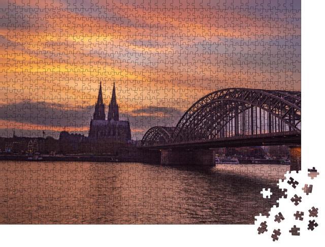 """Puzzle 1000 Teile """"Abendansicht der Hohenzollernbrücke und des Kölner Doms"""""""