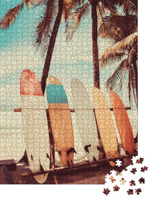 """Puzzle 1000 Teile """"Surfbretter unter Palmen am Strand"""""""