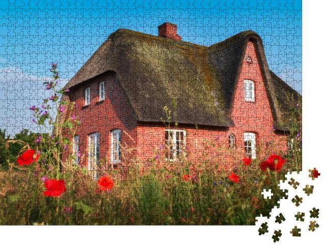 """Puzzle 1000 Teile """"Wunderschönes altes Reetdachhaus auf der Insel Sylt, Deutschland"""""""