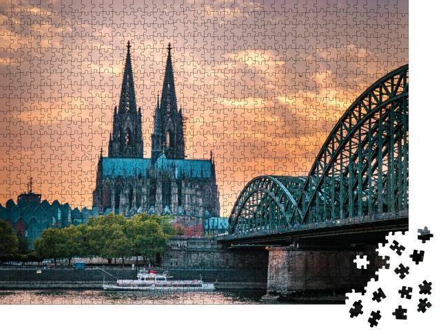 """Puzzle 1000 Teile """"Kölner Dom und Hohenzollernbrücke in Köln am Abend"""""""