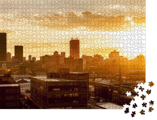 """Puzzle 1000 Teile """"Stadt im heißen Sonnenuntergang"""""""