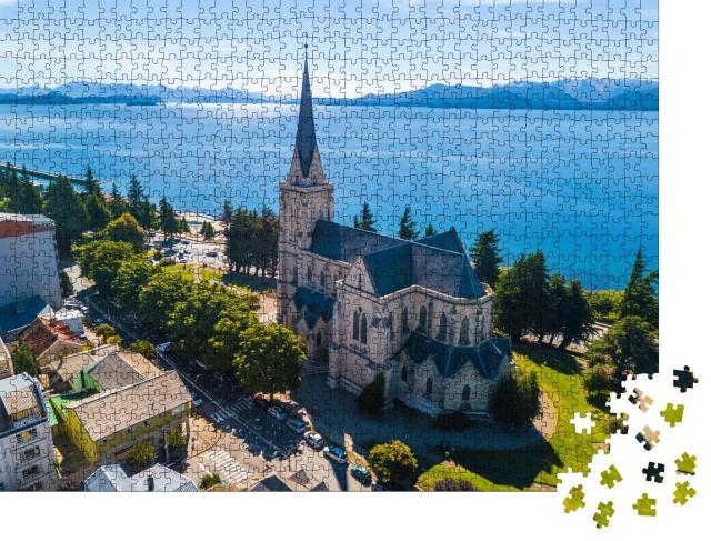 """Puzzle 1000 Teile """"Kirche in der Stadt Bariloche, Argentinien"""""""