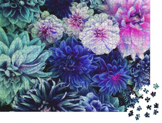 """Puzzle 1000 Teile """"Weiße und lila Dahlienblüten in voller Blüte"""""""