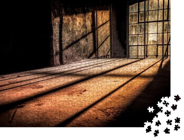 """Puzzle 1000 Teile """"Von Sonnenstrahlen durchdrungener, verlassener Raum"""""""