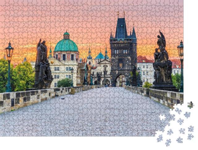 """Puzzle 1000 Teile """"Karlsbrücke und Altstädter Turm im Sonnenaufgang, Prag"""""""