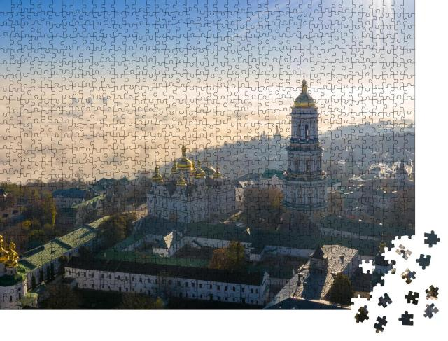 """Puzzle 1000 Teile """"Luftaufnahme des Denkmals Mutterland im Nebel, Sonnenaufgang in Kiew, Ukraine"""""""