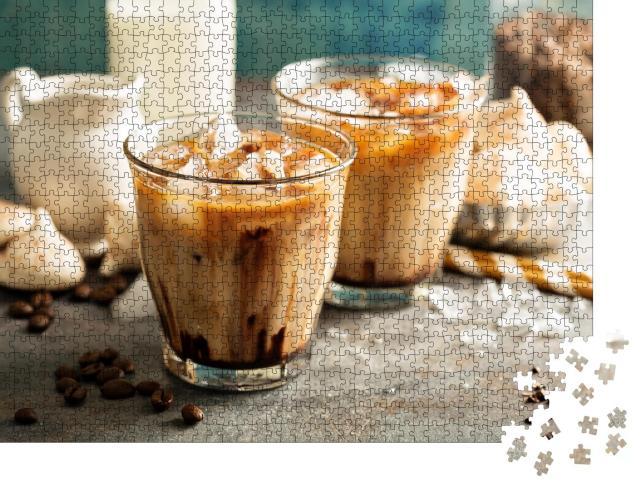 """Puzzle 1000 Teile """"Eiskaffee mit Milch, Schokoladensirup und Meringues"""""""