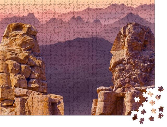 """Puzzle 1000 Teile """"Kolosse von Memnon in Luxor bei Morgendämmerung, Theben, Ägypten"""""""