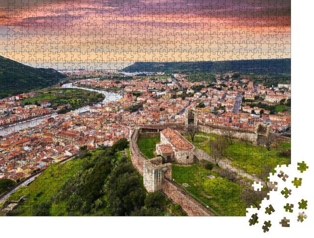 """Puzzle 1000 Teile """"Landschaftsblick von der Burg auf das Zentrum von Bosa, Sardinien, Italien"""""""
