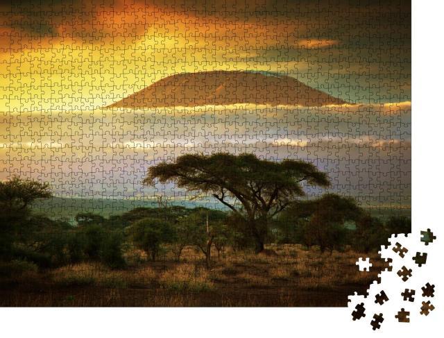 """Puzzle 1000 Teile """"Malerisch: Savanne und Wolken am Kilimanjaro in Amboseli, Kenia, Afrika"""""""
