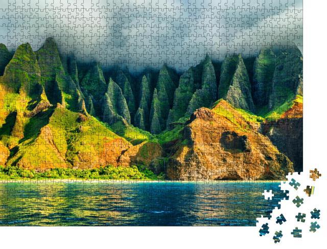 """Puzzle 1000 Teile """"Küstenlinie von Hawaii bei Sonnenuntergang, Blick vom Meer, Na Pali, USA"""""""