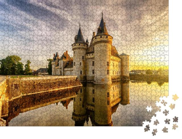 """Puzzle 1000 Teile """"Chateau de Sully-sur-Loire im Sonnenuntergang"""""""