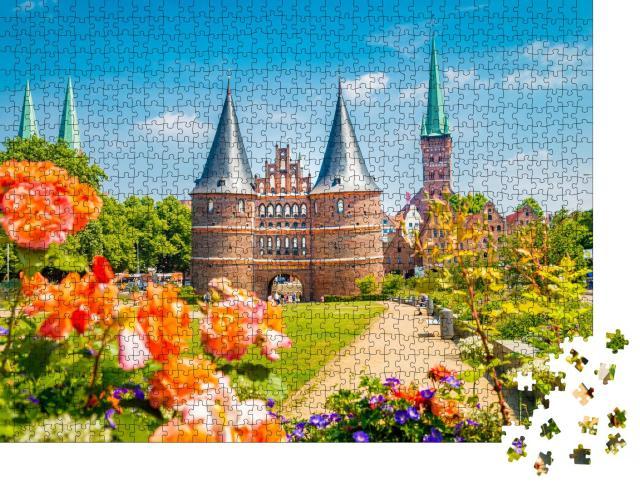 """Puzzle 1000 Teile """"Postkartenansicht der historischen Stadt Lübeck mit dem berühmten Holstentor"""""""