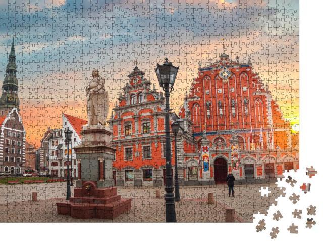 """Puzzle 1000 Teile """"Alte Häuser entlang einer Straße in Riga, Lettland"""""""