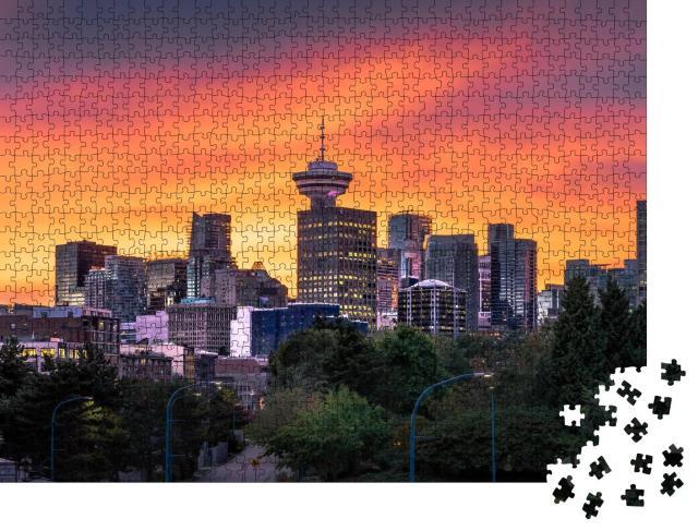 """Puzzle 1000 Teile """"Farbenfroher Sonnenuntergang hinter der Skyline der Innenstadt von Vancouver"""""""