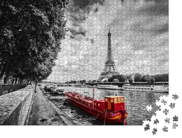"""Puzzle 1000 Teile """"Eiffelturm über der Seine mit rotem Schiff, Paris, Frankreich"""""""