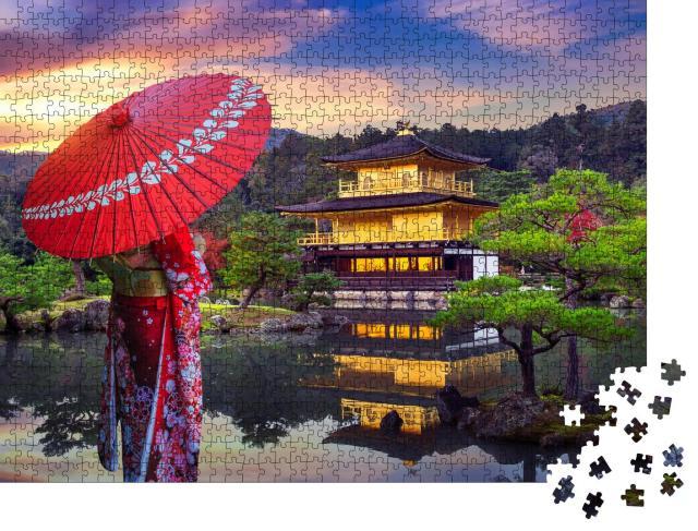 """Puzzle 1000 Teile """"Asiatische Frau im traditionellen Kimono vor dem Goldenen Pavillion, Kyoto, Japan"""""""