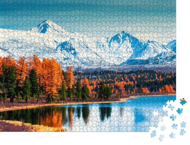 """Puzzle 1000 Teile """"Berge und Herbstwald am Kidelu-See im Altai-Gebirge, Sibirien"""""""