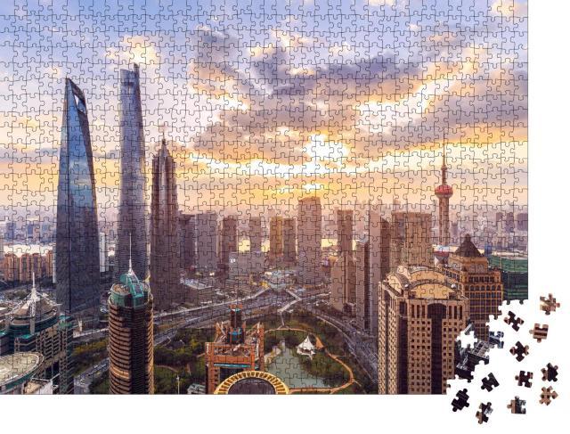 """Puzzle 1000 Teile """"Skyline und Stadtbild von Shanghai im Sonnenuntergang"""""""