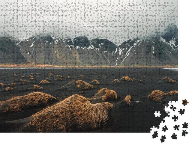 """Puzzle 1000 Teile """"Stokksnes Kap und Vestrahorn Berg: Landschaft im Winter in Island"""""""