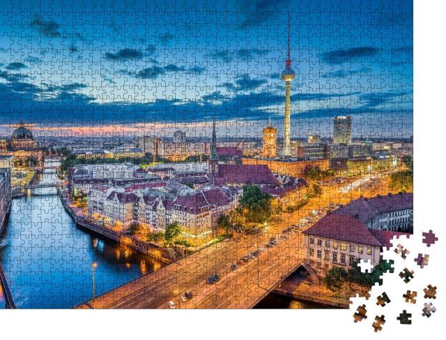 """Puzzle 1000 Teile """"Berliner Skyline am Abend, Deutschland"""""""