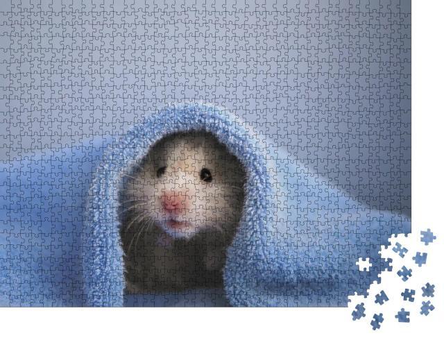 """Puzzle 1000 Teile """"Ein Hamster in einem kuscheligen blauen Handtuch"""""""
