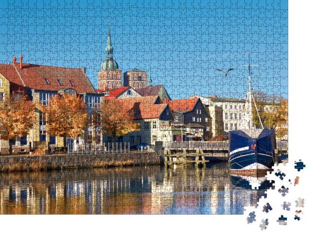 """Puzzle 1000 Teile """"Angedockte Segelboote vor Stralsund, Norddeutschland"""""""