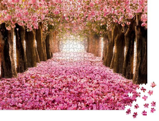 """Puzzle 1000 Teile """"Romantischer Tunnel aus blühenden Kirschbäumen"""""""