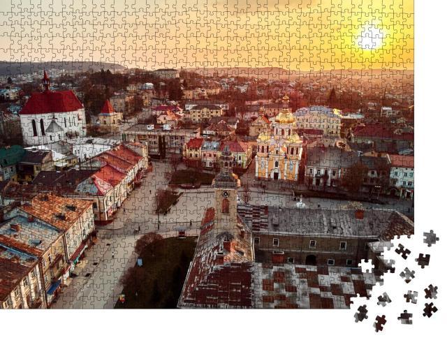 """Puzzle 1000 Teile """"Berezhany: Panorama der Stadt bei Sonnenschein, Ukraine"""""""