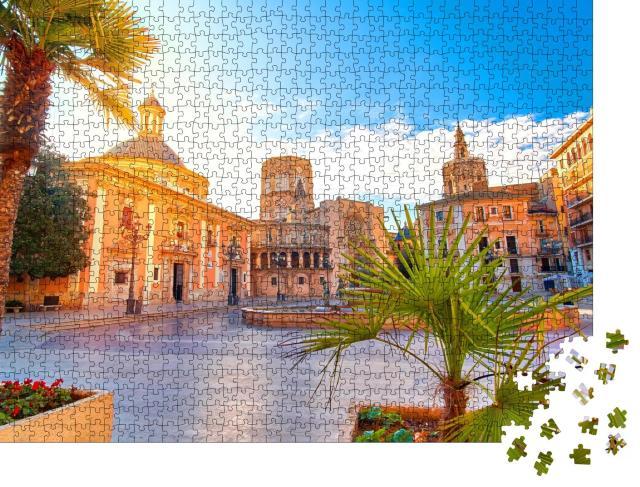 """Puzzle 1000 Teile """"Platz von der Jungfrau Maria: Kathedrale in Valencia bei Sonnenaufgang"""""""