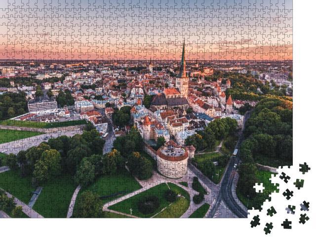 """Puzzle 1000 Teile """"Luftaufnahme der Altstadt von Tallinn bei Sonnenuntergang, Estland"""""""