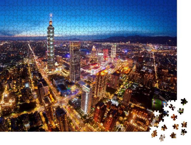 """Puzzle 1000 Teile """"Luftaufnahme des Stadtzentrums von Taipeh, Taiwan, in der Abenddämmerung"""""""