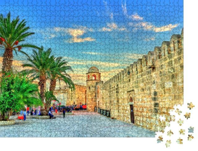 """Puzzle 1000 Teile """"Mauern und Minarett der Großen Moschee von Sousse, UNESCO-Weltkulturerbe, Tunesien"""""""